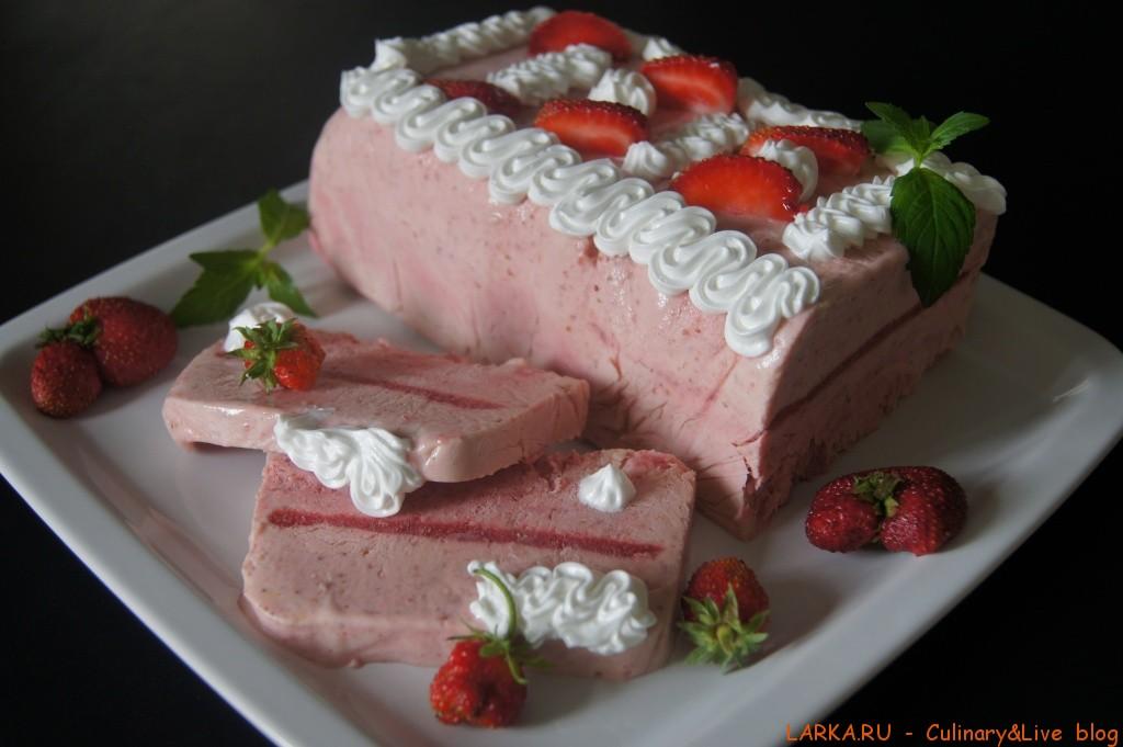 Торт из мороженого с клубникой